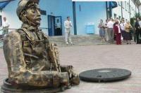 Сантехник с усами. Памятник в г.Барановичи Белоруссия, www.calend.ru/travel/397